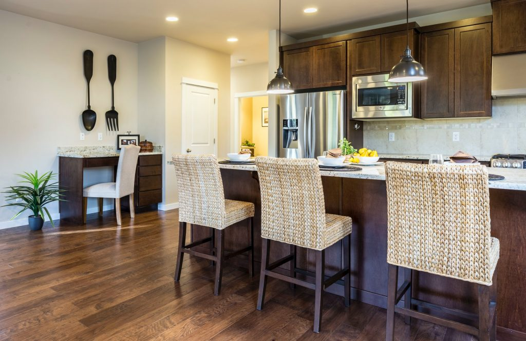 Two retro-style pendant lighting hung above the kitchen island to create a vintage vibe.